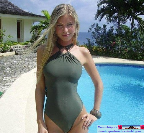 Jeune femme nue à la piscine ➔ Jeune femme images nue